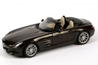 18 Mercedes Benz SLS AMG Roadster R197 sepang braun brown Minichamps